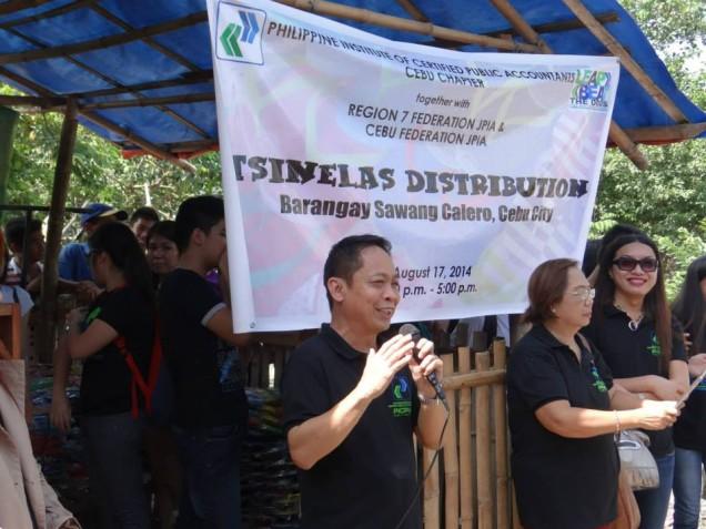 Tsinelas Distribution at Brgy. Sawang Calero on August 17, 2014 (2)