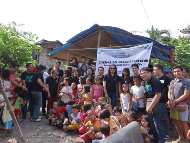 Tsinelas Distribution at Brgy. Sawang Calero on August 17, 2014 (3)