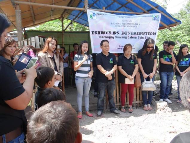 Tsinelas Distribution at Brgy. Sawang Calero on August 17, 2014 (4)