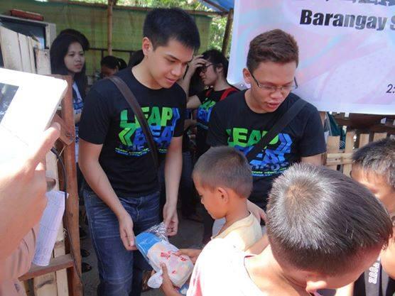 Tsinelas Distribution at Brgy. Sawang Calero on August 17, 2014 (5)