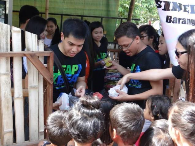 Tsinelas Distribution at Brgy. Sawang Calero on August 17, 2014 (8)