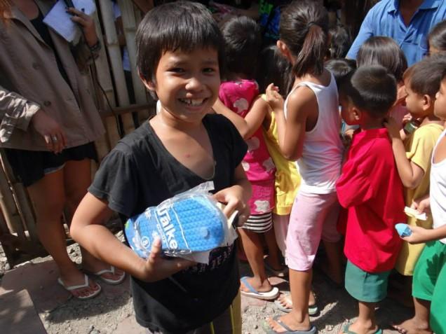Tsinelas Distribution at Brgy. Sawang Calero on August 17, 2014 (9)